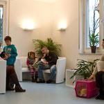 Das Wartezimmer der Tierarztpraxis an St. Michael