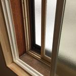すでに2重サッシだったところにもう一枚内窓を追加。この内窓は、ペアガラス。ペアガラスの間には寒さ熱さをより伝えにくくするアルゴンガスが入ってます。