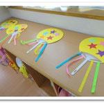 第2湘南まるめろ保育園の3歳児さんが作った内輪、裏面は似顔絵が描かれています。これをもって踊りました。