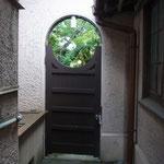 裏木戸はまるでお茶室の窓