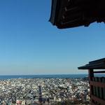 社殿からは熊野灘がこーんなに美しく見渡せます。