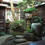 ㈱岡田の坪庭