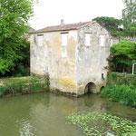 Moulin dont une partie a brulé en 1937 .C'était une fabrique de liège