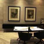 Arbeitszimmer mit schönen Fliesen an Wand und Boden