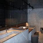 Bad mit Boden- und Wandfliesen