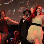Nicole, Sänger Adel Jones und Anna