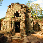 """Erst im Jahre 1860 geriet die """"verlorene Stadt"""" Angkor wieder in den Mittelpunkt europäischer Forscher. Die Forschungsarbeiten wurden vor allem durch französische Archäologen durchgeführt."""
