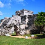 Die Ruinen von Tulum. Anders als alle anderen Maya-Fundstätten liegt Tulum direkt am Meer.