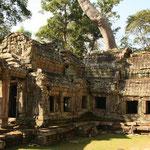 Aus Kambuja selbst und somit auch der Region Angkor sind außer Inschriften an Säulen keine schriftlichen Aufzeichnungen erhalten geblieben. So stammt das heutige Wissen über die historische Khmer-Zivilisation vor allem aus archäologischen Ausgrabungen.