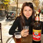 Escudo! Trinken die Chilenen gleich aus Literflaschen. Wir nun auch! :)