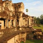 1975 nach der Machtübernahme der Roten Khmer mussten die Wissenschafter das Land verlassen und die Arbeit in Angkor kam vollständig zum Erliegen. Bild: Angkor Wat