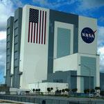 Das Vehicle Assembly Building (VAB, stand ursprünglich für Vertical Assembly Building) ist die Montagehalle, in der der Space Shuttle mit dem Außentank und den Feststoffraketen verbunden und für den Start vorbereitet wurde.