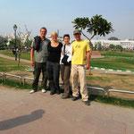New Delhi, Gruppenfote mit Sabrina und Pascal
