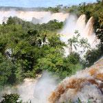 Die iguazu Wasserfälle. Gesehen von der argentinischen Seite. Noch fast einwenig spektakulärer.