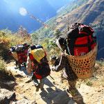 Eine Gruppe von Porter für eine Südkoreanische Reisegruppe