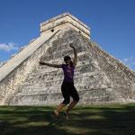 Im Zentrum der Tempelanlagen von Chichén Itzá befindet sich die als Castillo bezeichnete grosse Stufenpyramide, welche dreissig Meter hoch ist.