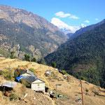 Viele Bergdörfer. Der Grossteil der Nepalesen wohnt auf dem Land und nicht in der Stadt.