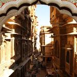 Bei den Havelis in Jaisalmer