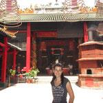 Buddha-Tempel und...