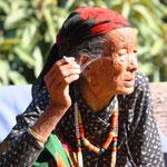Eine alte Dorfbewohnerin. Es riech verdächtig nach Ma.... !! :)