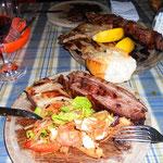 Parrilo. Das Fleisch kann sehr gut schmecken, nur muss man unbedingt den richtigen Teil des Tieres bestellen!!!!