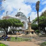 Die Stadt ist seit 1839 nach dem revolutionären Führer Antonio José de Sucre benannt.