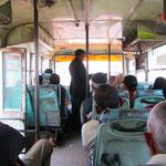 Danach ging's zehn Stunden im Bus Richtung Varanasi. Kleiner Tipp an zukünftige Indienreisende: Nehmt besser denn Zug!! :)