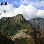 Erbaut wurde die Stadt einer Theorie zufolge um 1450 von Pachacútec Yupanqui, einem Herrscher der Inka, der von 1438 bis 1471 regierte.