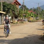 Mit dem Velo kann man wunderbar die Umgebung von Luang Prabang erkunden