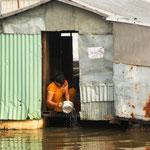 Unterwegs bekamen wir einen guten Eindruck darüber, wie die Menschen in Kambodscha am Mekong Ufer leben.