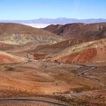 Eine spetktakuläre Fahrt von San Salvador de Jujuy (Argentinien) nach San Pedro de Atacama (Chile) über Anden steht vor uns.