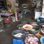Eine Küche im schwimmenden muslimischen Dorf