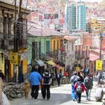 La Paz (La Paz de Ayacucho, Aymara: Chuqiyapu) ist der Regierungssitz Boliviens (Hauptstadt: Sucre). Mit einer Höhe von 3'200 bis 4'100 m ist die Stadt der höchstgelegene Regierungssitz der Erde.