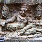 Der Grundriss praktisch aller Tempel entspricht der Weltsicht des Hinduismus: Im Zentrum steht der höchste Turm (Prasat) mit dem zentralen Heiligtum als Repräsentation des Berges Meru (im Himalaya), auf dem die Götter wohnen.