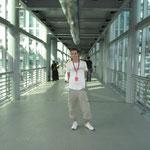 ... auf der Skybridge in einer Höhe von 170 Metern. Die Petronas Tower sind 452 Meter hoch.