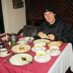 Unser Neujahrs Dinner! Mit Kappe!! :)
