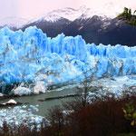 Der beeindruckende Gletscher ist 60 Meter hoch, 5 km breit und 35 km lang.