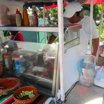 Einer der zahllosen Taco-Ständen. Hier kann man wunderbar die vielen Taco Arten probieren.