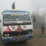 Morgen in der Früh in Sauraha gings mit dem Bus nach Sonauli an der indisch-nepalesischen Grenze. Danach mit dem Velo-Rikscha an die Grenze und danach weiter mit dem Bus nach Gorakhpur.