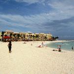 Strand von Playa del Carmen, es hat zurzeit nicht so viele Touristen. Die meisten reisten vor dem Eintreffen des Hurrikans ab.