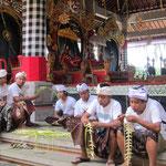 Vorbereitungen für eine der vielen Hindu-Zeremonien