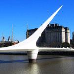 Die Frauenbrücke in Puerto Madero