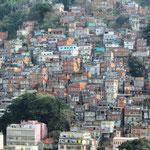 Ein Armenviertel hinter der Copacabana
