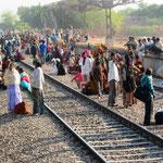 Wartende Menschen bei Jodhpur
