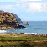 Der Hauptort der Insel, Hanga Roa, ist 3'526 km von der chilenischen Küste und 4'251 km von Tahiti entfernt