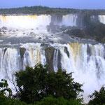 Nach 26 Stunden Busfahrt haben wir sie endlich vor unseren Augen, die Wasserfälle von Iguazu!!! Wow