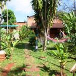 Unsere Unterkunft in Puerto Iguazu. Ausser den Betten (man spührt alle Federn im Rücken) sehr gemütlich. Puerto Iguazú ist eine 1901 gegründete Kleinstadt im Dreiländerdreieck zwischen Argentinien, Brasilien und Paraguay.