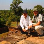 Man sollte für die Tempelbesichtigung sich einige Tage Zeit lassen, es lohnt sich wirklich. Nicht wie in Griechenland, wo man meistens nur noch Steinhaufen sieht, ist Angkor wirklich sehr beeindruckend.