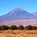 Vulkane rund um San Pedro. Die Atacama Wüste ist die trockenste der Welt.