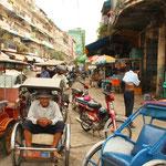 Ankunft in Phnom Penh, ca. 1,5 Millionen Einwohner. In dieser Stadt ist die Armut der Menschen sehr gross. Das erste Mal seit unserem Start in Juli, erleben wir hautnah eine wirkliche Armut in der Bevölkerung.